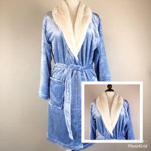 NWOT Adrienne Vittadini Light Blue Plush Robe